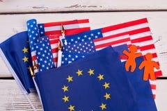 Raccolta delle bandiere del cocktail su fondo di legno Fotografie Stock Libere da Diritti