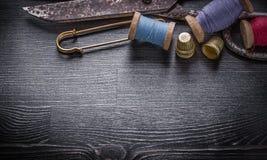 Raccolta delle bobine d'annata del filo di forbici Fotografia Stock