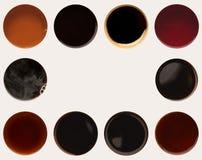 Raccolta delle cime delle tazze di caffè su bianco Immagine Stock