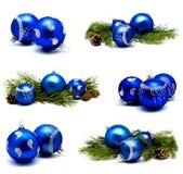 Raccolta delle palle blu della decorazione di natale delle foto con abete co Fotografia Stock