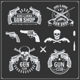 Raccolta delle pistole Revolver, fucili da caccia e fucili Etichette del club della pistola ed elementi di progettazione illustrazione di stock