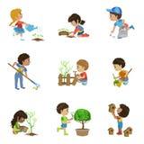 Raccolta di giardinaggio delle illustrazioni dei bambini illustrazione di stock