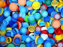 raccolta di molti cappucci della plastica per il riciclaggio del materiale Fotografia Stock
