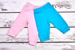 Raccolta di nuovi pantaloni dei bambini Immagini Stock