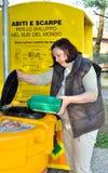 Raccolta di olio vegetale usato in Italia Fotografia Stock