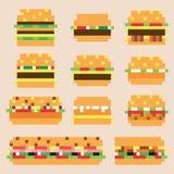 Raccolta di retro hamburger del pixel nel vettore Fotografie Stock