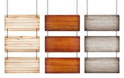 Raccolta di vari segni di legno con la catena su backgroun bianco Immagine Stock