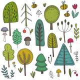 Raccolta di vettore degli alberi forestali selvaggi disegnati a mano, piante, fiori, funghi royalty illustrazione gratis