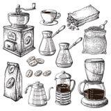 Raccolta disegnata a mano del caffè L'illustrazione di schizzo messa con il bollitore del creatore di Turk Cups Bag With Beans fo royalty illustrazione gratis