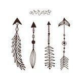 Raccolta disegnata a mano delle frecce Arte etnica del tatuaggio dell'inchiostro Divisori isolati di vettore Decorazioni creative royalty illustrazione gratis
