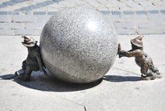 Raccolta divertente delle statue del ` dei nani a Wroclaw, Polonia Immagini Stock