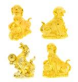 Raccolta dorata della statua del cane su bianco Immagine Stock
