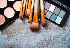 Raccolta professionale delle spazzole e degli strumenti di trucco, produc di trucco Fotografia Stock