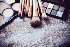 Raccolta professionale delle spazzole e degli strumenti di trucco, produc di trucco Fotografie Stock Libere da Diritti
