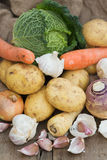 Raccolta stagionale compreso le patate, parsni delle verdure di inverno Fotografie Stock Libere da Diritti