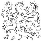 Raccolta sveglia con gli oggetti magici, arcobaleno, ali leggiadramente, cristalli, nuvole, pozione del cavallino e dell'unicorno royalty illustrazione gratis