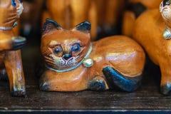 Raccolta sveglia dei gatti di legno, ricordo dell'artigianato da Thailan Immagine Stock Libera da Diritti
