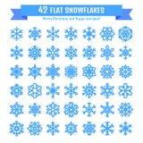 Raccolta sveglia del fiocco di neve isolata su fondo bianco L'icona piana della neve, neve si sfalda siluetta Fiocchi di neve pia