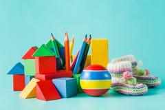 Raccolta variopinta dei giocattoli su acquamarina Fotografia Stock Libera da Diritti