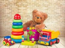 Raccolta variopinta dei giocattoli su fondo Fotografia Stock