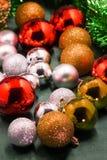 Raccolta variopinta delle palle di Natale utili come modello del fondo Immagini Stock