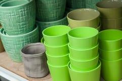 Raccolta verde dei vasi della ceramica in deposito Fotografia Stock Libera da Diritti