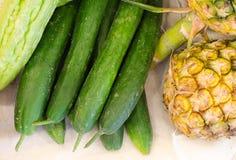 Raccolta verde fresca del cetriolo Fotografie Stock Libere da Diritti