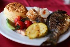 Raccordo arrostito del merluzzo con le verdure, selettive Immagine Stock