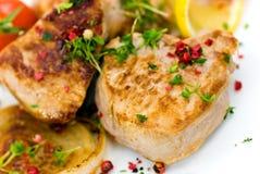 Raccordo arrostito del porco - filetto con le verdure immagini stock libere da diritti