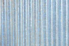 Raccordo arrugginito del metallo del ferro ondulato dello zinco immagine stock