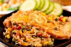 Raccordo di color salmone con le verdure Fotografia Stock