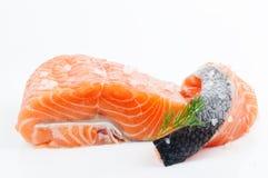 Raccordo e bistecca di color salmone, trota, pesce rosso Fotografia Stock Libera da Diritti