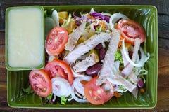 Raccordo e verdure del pollo arrosto fotografie stock libere da diritti