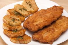 Raccordo impanato del pollo con le patate Fotografie Stock Libere da Diritti