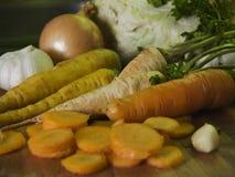 Raccords en caoutchouc et légumes photographie stock libre de droits