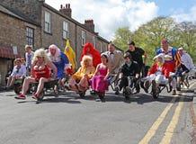 race för ferie för infall för gruppvälgörenhetklänning Royaltyfri Foto