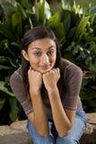 race för indisk blandad stående för flicka tonårs- nätt Royaltyfria Bilder