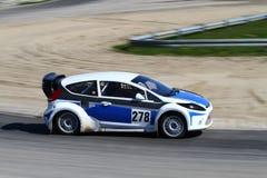 Raceauto in motie Royalty-vrije Stock Foto's