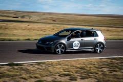 Raceauto op weg Stock Fotografie