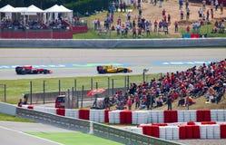 Raceauto's op een kring tijdens de Formule Royalty-vrije Stock Fotografie