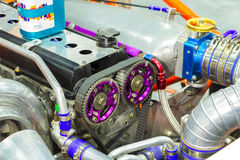 Raceautomotor met katrollen van nokkenassentoestel, ketting Royalty-vrije Stock Afbeelding