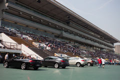 Racecourse κασσίτερου Sha: Η Bmw υπερασπίζεται το μίλι Raceday στοκ φωτογραφίες με δικαίωμα ελεύθερης χρήσης