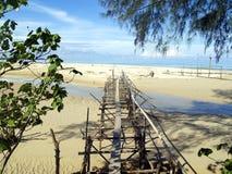 Rachitische brug over baai Royalty-vrije Stock Foto's
