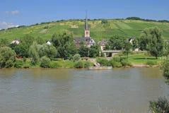 Rachtig, de Rivier van Moezel, de Vallei van Moezel, Duitsland Stock Fotografie