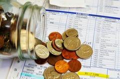 rachunków monety słój medyczny Zdjęcie Royalty Free