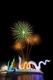 Racimo de fuegos artificiales coloridos Foto de archivo libre de regalías