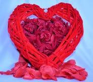 Racimo rosado de rosas con el corazón Fotografía de archivo