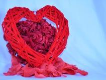 Racimo rosado de rosas con el corazón Imagenes de archivo