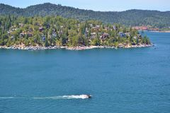 RACING BOAT ON LAKE ARROWHEAD Royalty Free Stock Images