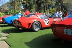 Racingcars del gto de Ferrari alineados y gente Fotos de archivo libres de regalías